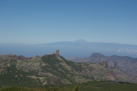<strong>Roque nublo (front) and Tenerife (El Teide) back</strong>